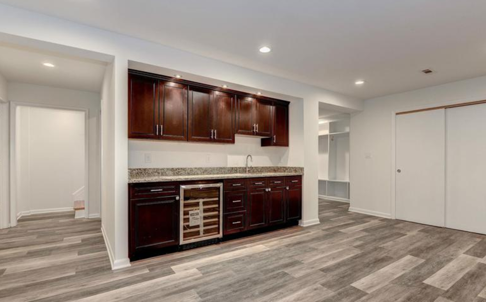 basement with a wet bar