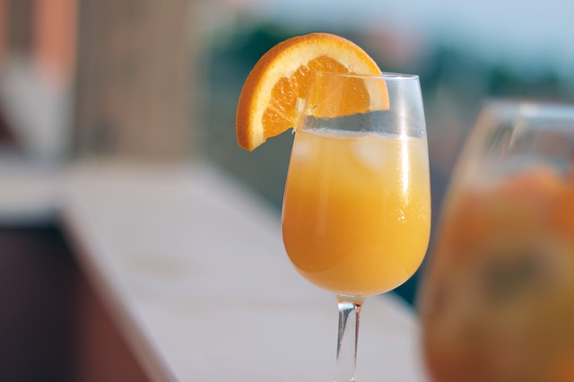 orange juice and champagne drink
