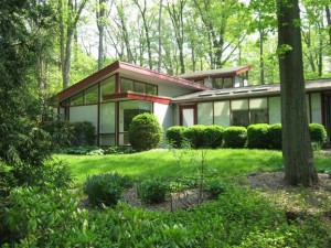mid-century modern home in the DC metro area